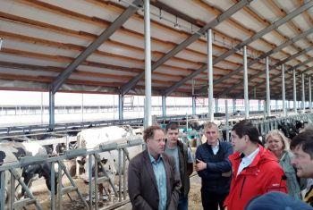 Современные методы производства молока обсудили на базе крупнейшего молочного комплекса в Башкортостане