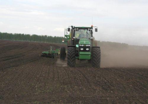 Весенне-полевые работы идут во всех природно-климатических зонах республики